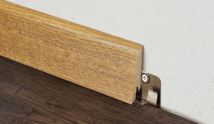 montazh derevyannogo plintusa na klipsu